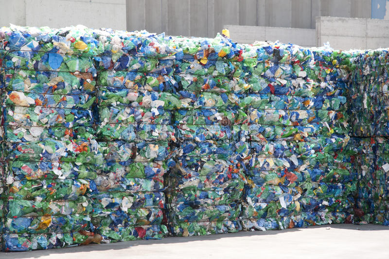 Reciclaje del plástico - basura fotos de archivo libres de regalías