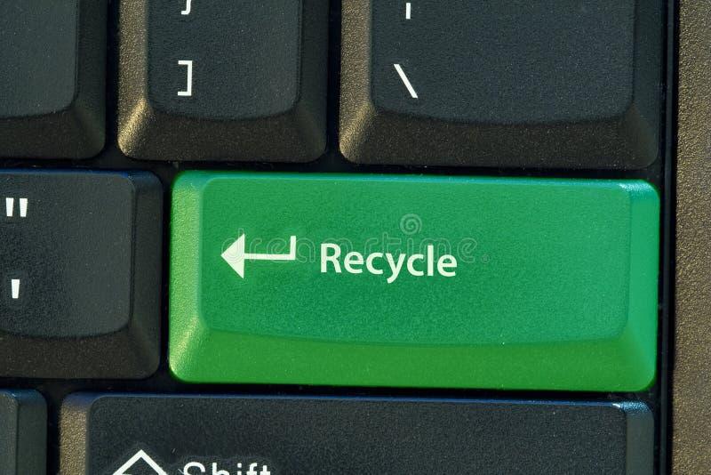 Recicle el botón verde foto de archivo libre de regalías