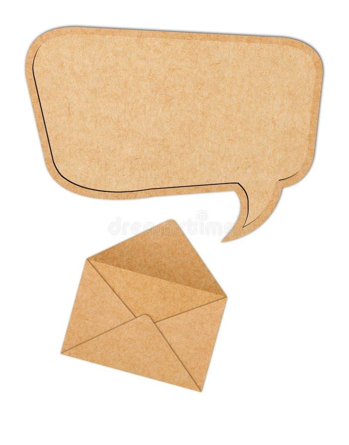 Recicle la burbuja de papel del discurso hacia fuera del sobre fotos de archivo libres de regalías