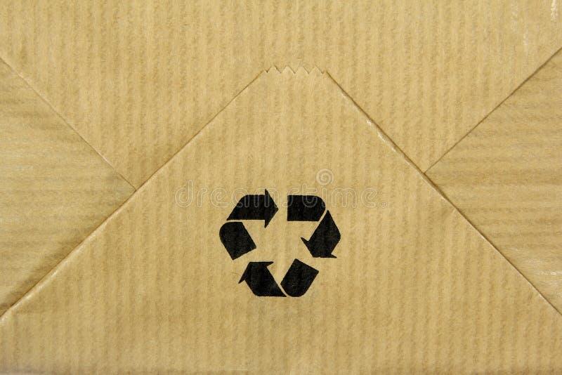 Recicle o sinal no saco de papel foto de stock royalty free