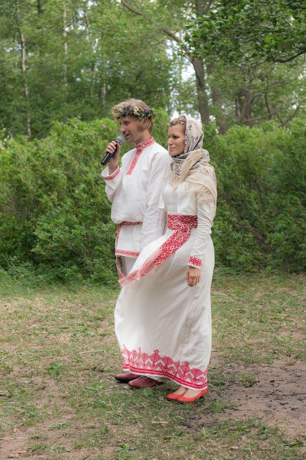 Recienes casados en una boda fotografía de archivo libre de regalías