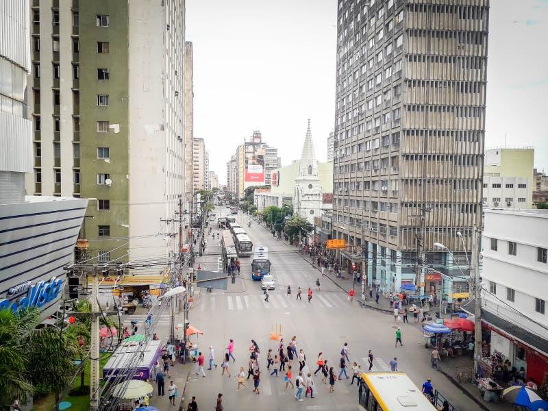 Recife, Brésil - 5 janvier 2019 Les gens marchant sur la rue photos stock
