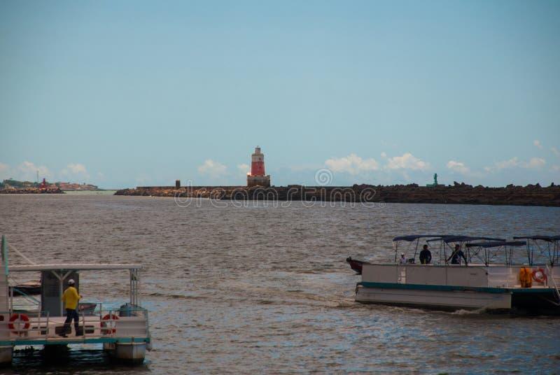 RECIFE, PERNAMBUCO, BRÉSIL : Phare sur l'horizon Beau paysage images libres de droits
