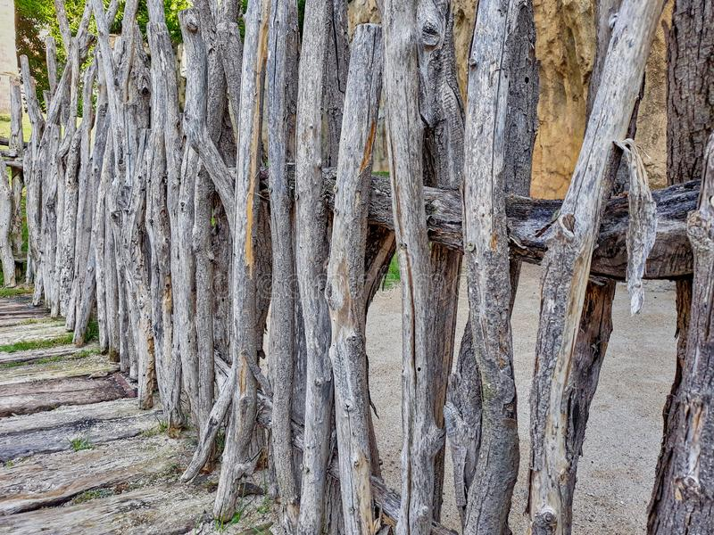 Recintando con i ceppi di legno asciutti immagini stock