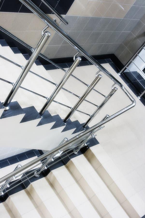 Recinto de la escalera con la escalera metálica imagen de archivo libre de regalías