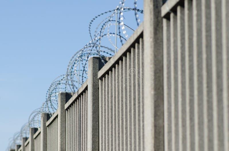 Recinto per il confine con cemento armato fotografia stock libera da diritti