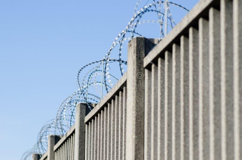 Recinto per il confine con cemento armato immagini stock libere da diritti