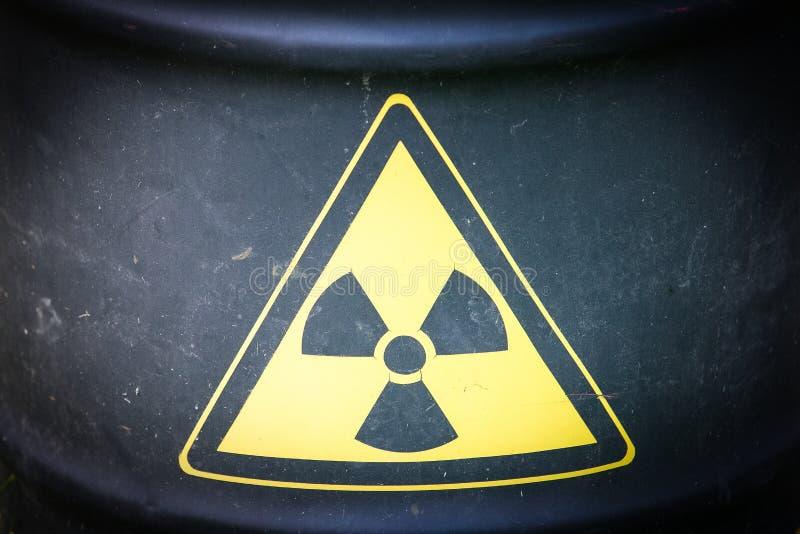 Recipiente da forma do cilindro do material radioativo imagem de stock
