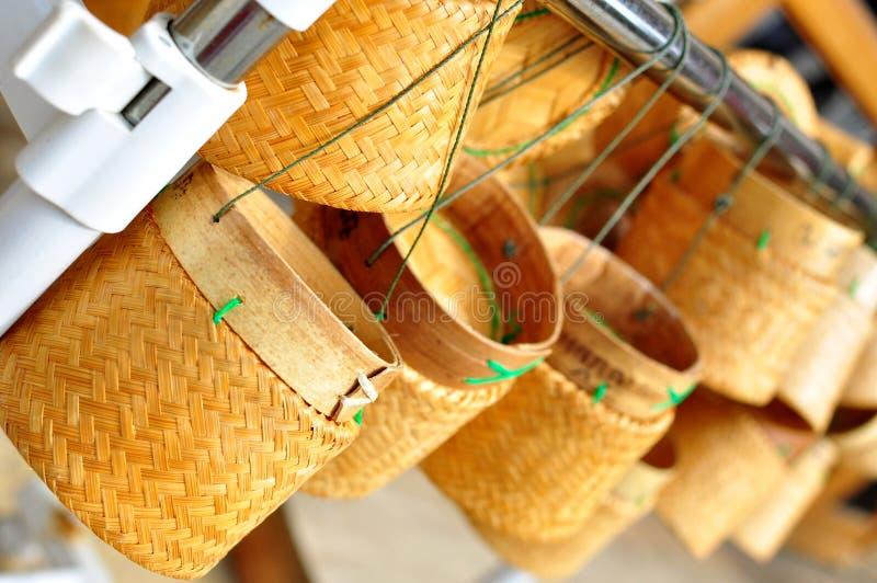 Recipiente de bambu tailandês do arroz pegajoso de laos imagens de stock