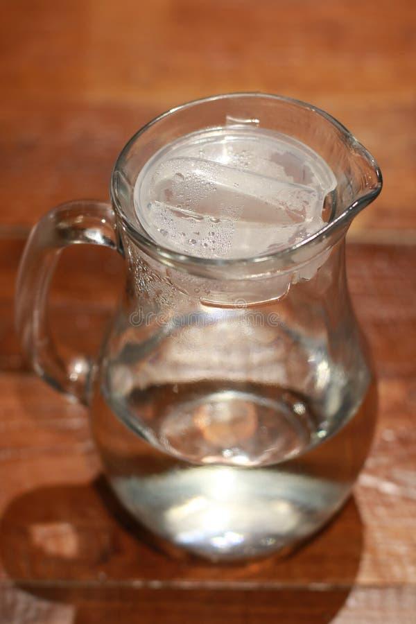 Recipiente de vidro da água imagem de stock