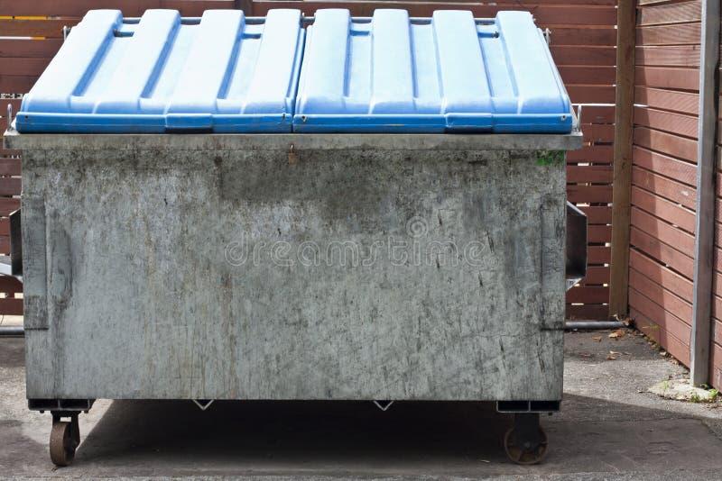 Recipiente 1217 dei rifiuti fotografie stock libere da diritti