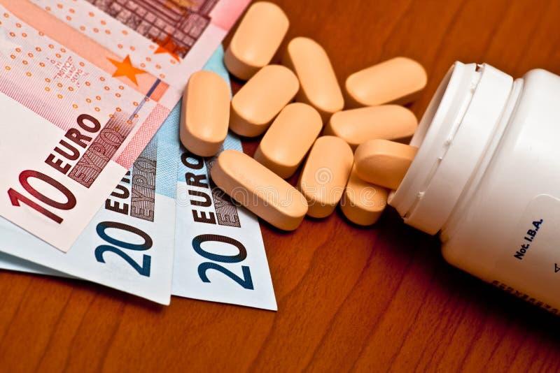 Recipiente e dinheiro da medicina fotografia de stock royalty free