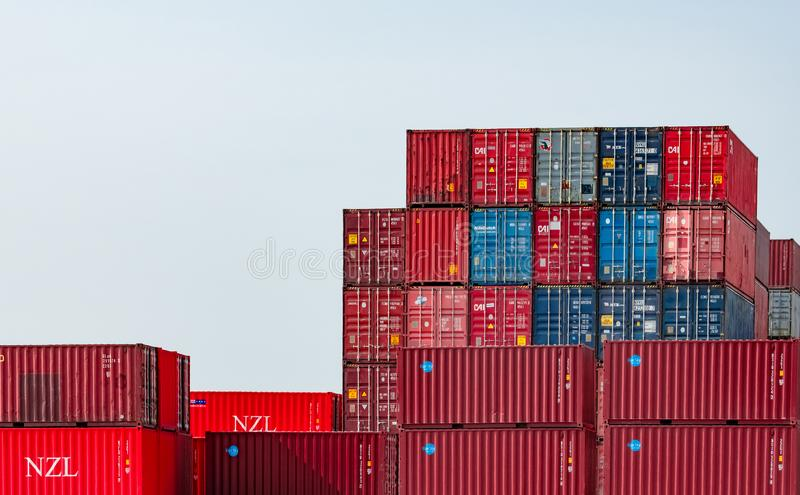 Recipiente log?stico Carga e negócio de transporte Navio de recipiente para a importação e a exportação logísticas Esta??o do fre fotos de stock royalty free