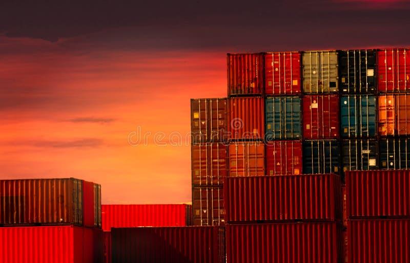 Recipiente log?stico Carga e negócio de transporte Navio de recipiente para a importação e a exportação logísticas Esta??o do fre imagem de stock royalty free