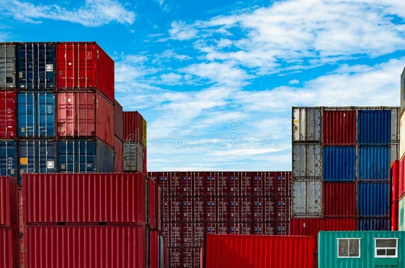 Recipiente log?stico Carga e negócio de transporte Navio de recipiente para a importação e a exportação logísticas Esta??o do fre foto de stock