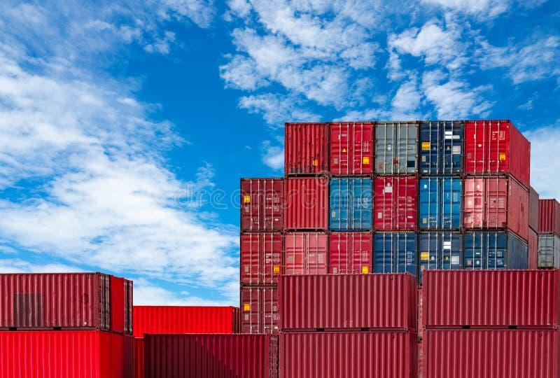 Recipiente log?stico Carga e negócio de transporte Navio de recipiente para a importação e a exportação logísticas Esta??o do fre fotos de stock