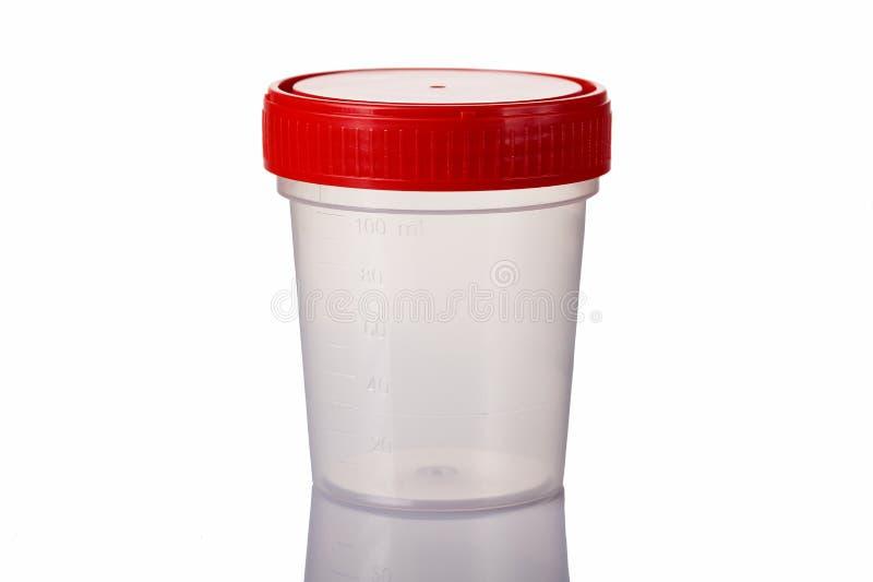 Recipiente médico estéril para a urina isolada no branco com reflexão imagem de stock royalty free