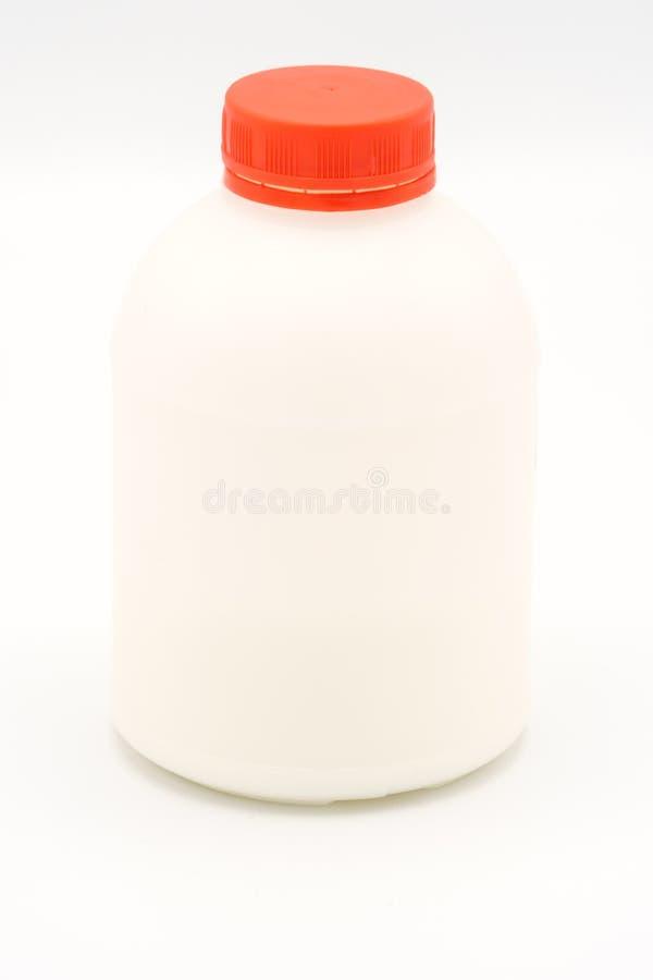 Recipiente plástico da colagem da garrafa no fundo branco foto de stock royalty free
