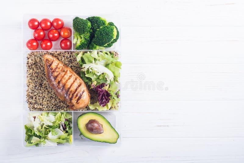 Recipiente plástico do alimento com almoço foto de stock royalty free