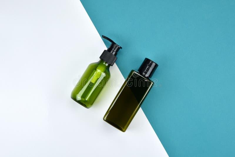 Recipientes cosméticos da garrafa, modelo de marcagem com ferro quente imagem de stock royalty free