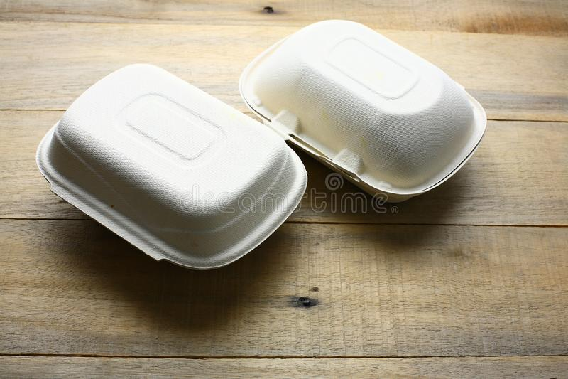 Recipientes de alimento afastado imagens de stock