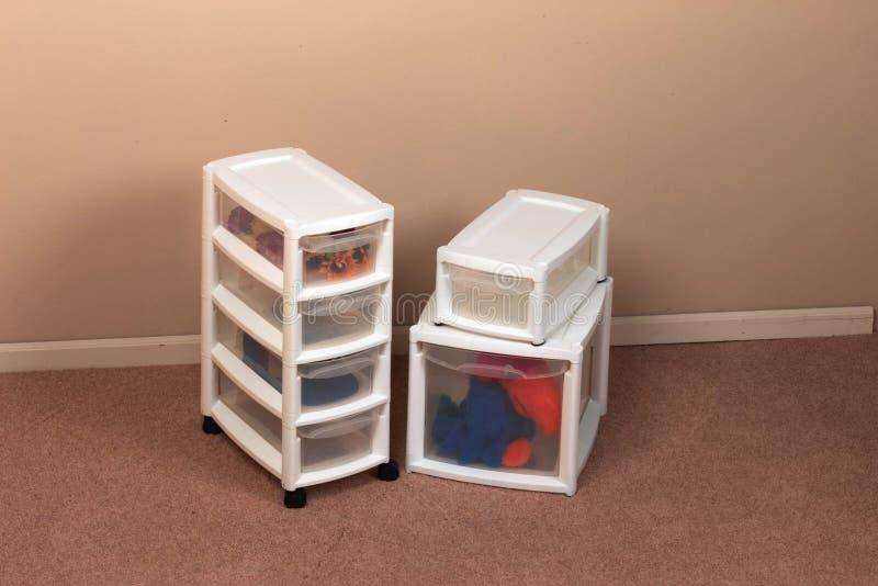 Recipientes de armazenamento em uma HOME imagem de stock