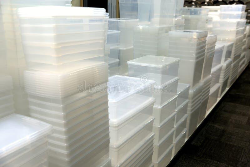 Recipientes de armazenamento plásticos fotografia de stock royalty free