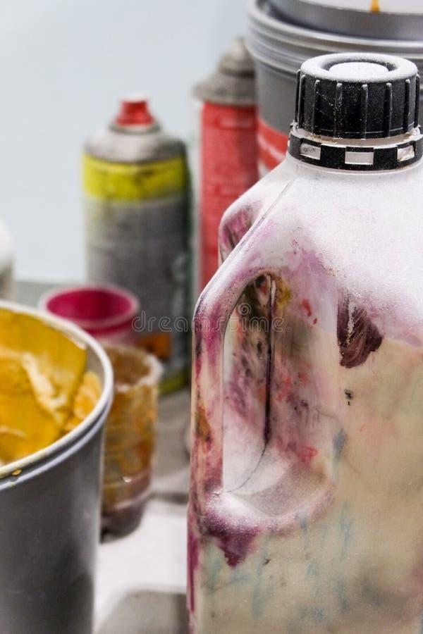Recipientes de pinturas coloridas fotos de stock royalty free