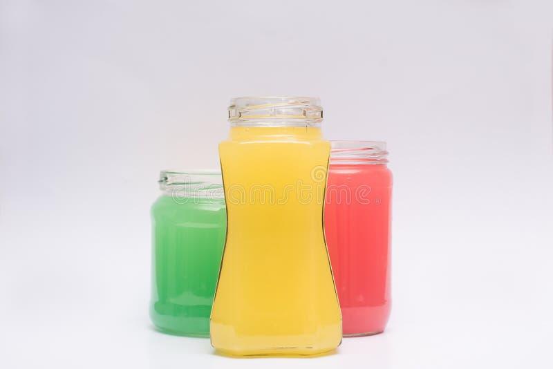 Recipientes de vidro com líquido colorido imagens de stock