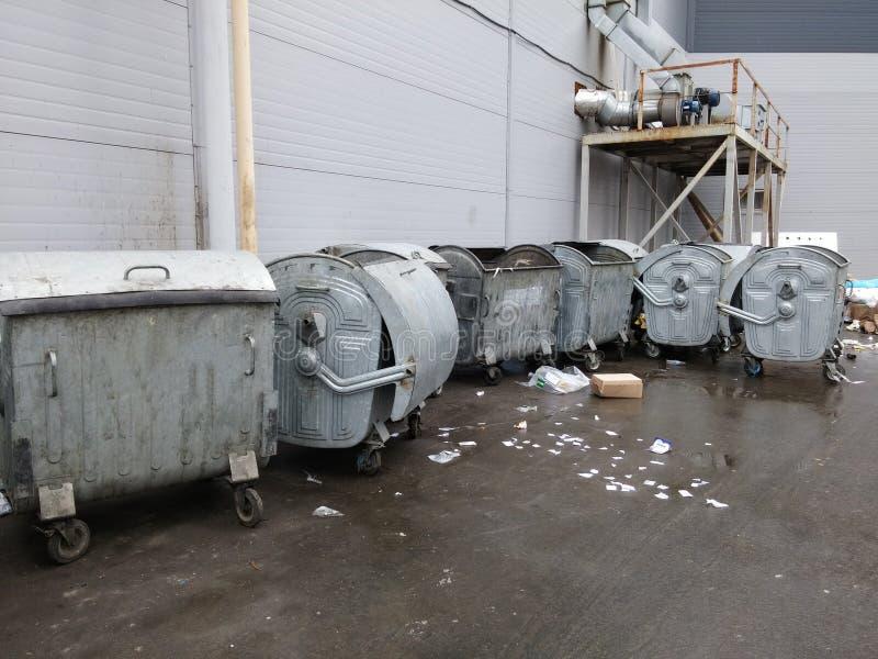 Recipientes do lixo imagem de stock royalty free
