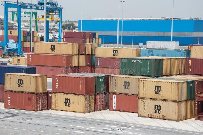 Recipientes no porto imagem de stock royalty free