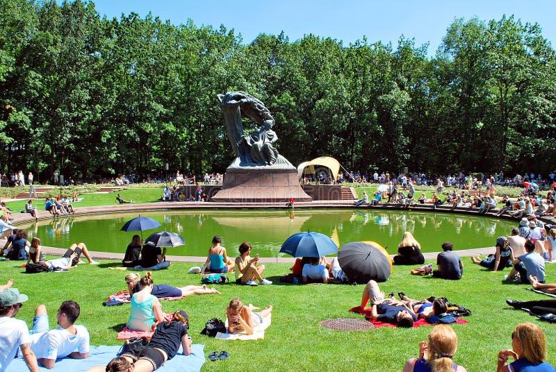 Recital al piede del monumento a Chopin fotografia stock