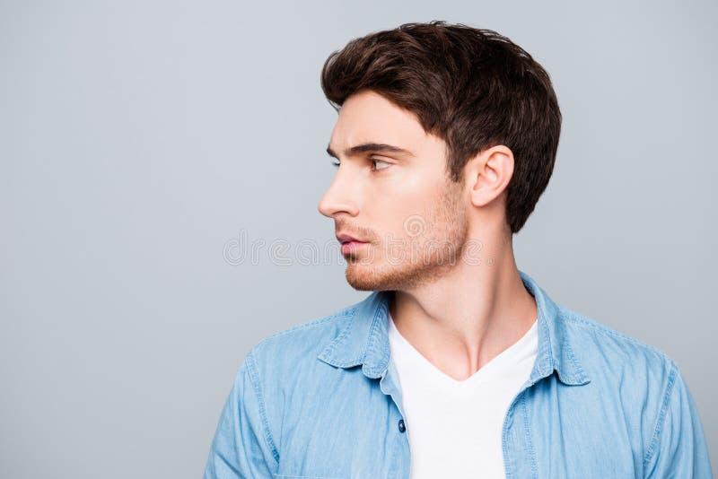 Reclameconcept, profiel van het zijaanzicht het halve gezicht met exemplaarkuuroord stock foto