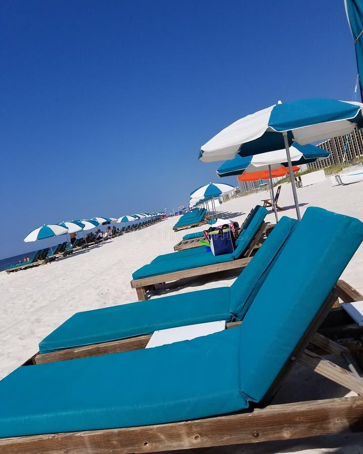 Reclinação na praia foto de stock royalty free