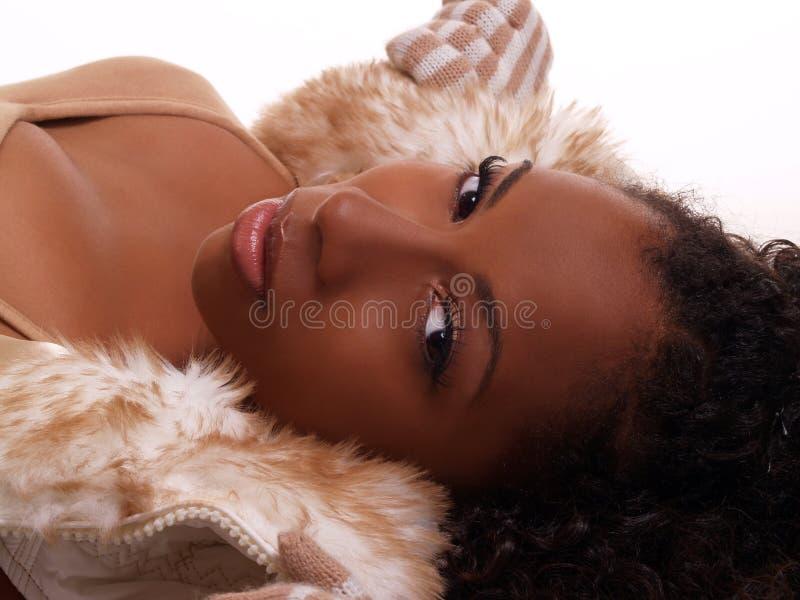 recling dusznej kobiety atrakcyjny portret fotografia stock