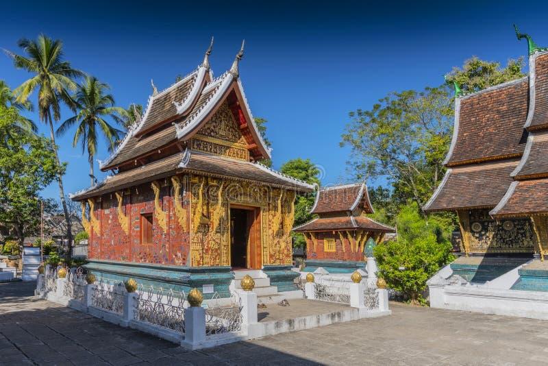 Reclining Buddha Shrine Red Chapel, Wat Xieng Thong, Luang Prabang, Laos, Indochina, Azië stock foto