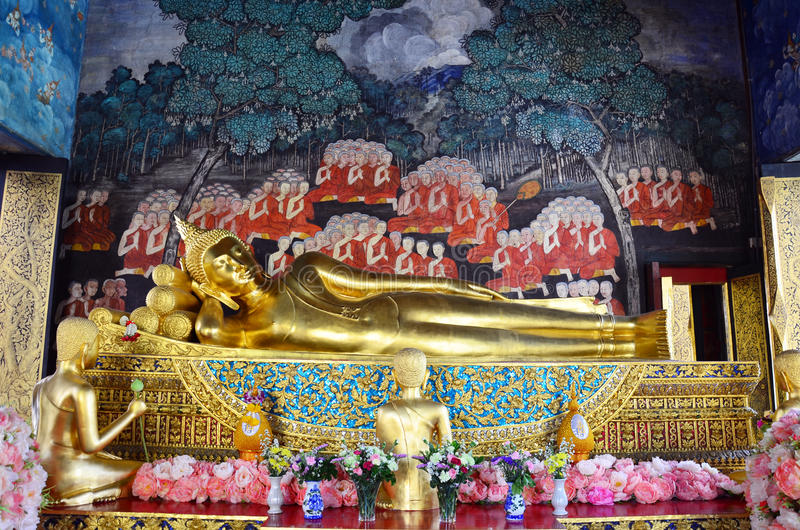 Reclining Buddha at Wat Bowonniwet Vihara. Wat Bowon Niwet is regarded as being one of Bangkok's most important temples, not least because it was here a stock image