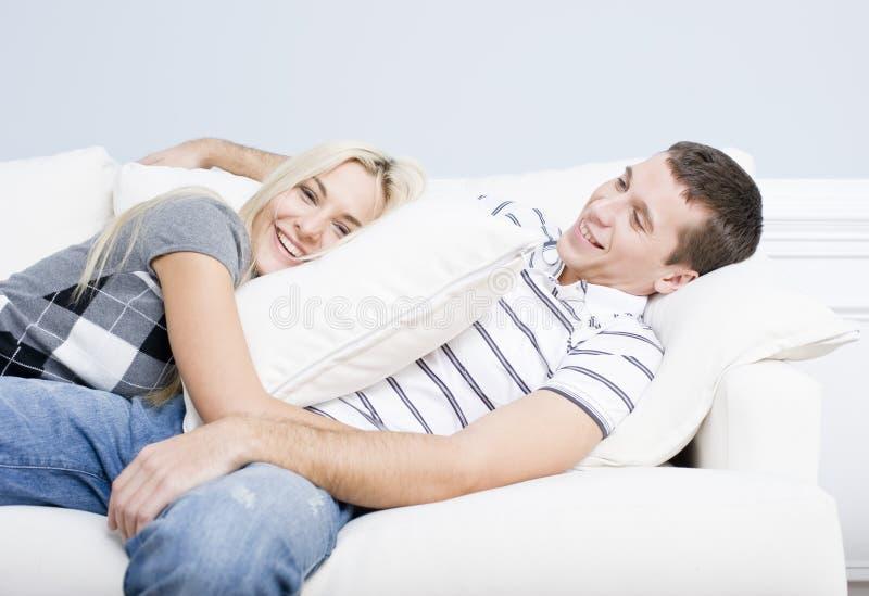 reclining sofabarn för par royaltyfri fotografi