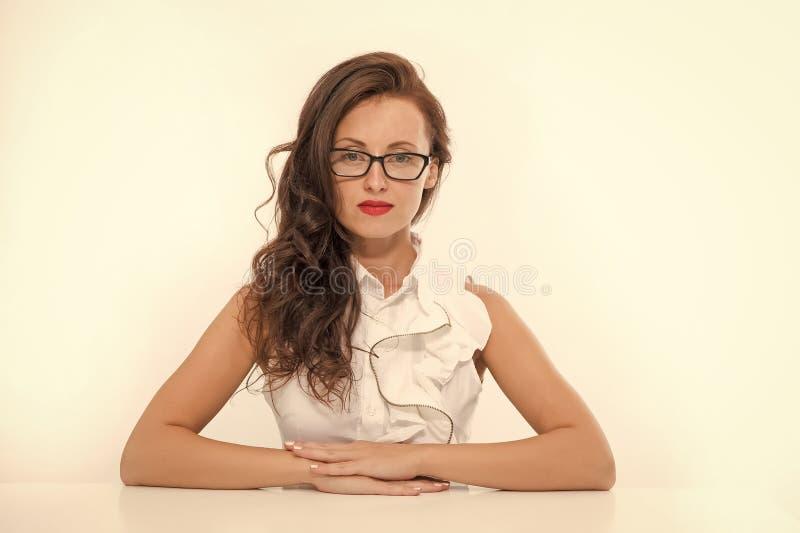 Reclutador de la mujer en oficina de negocios Mujer atractiva en Escuela de Negocios Reclutador del trabajo Profesor atractivo el fotografía de archivo