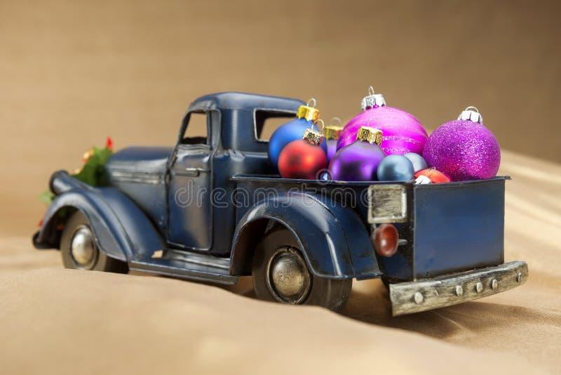 Recogida con la decoración de la Navidad foto de archivo libre de regalías