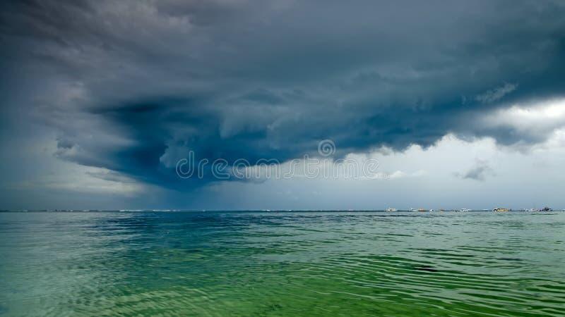 Recolhendo a tempestade foto de stock royalty free
