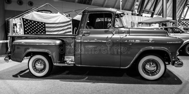Recolhimento Chevrolet 3100, 1956 fotografia de stock royalty free