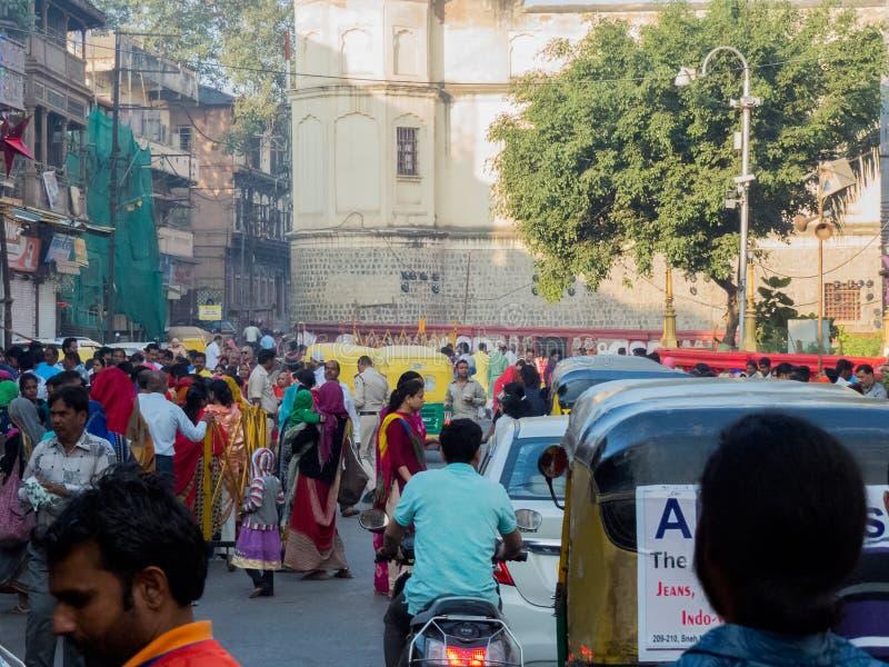Recolhimento da multidão da manhã de Diwali na Índia velha da área da cidade fotos de stock