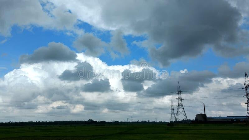 Recolhimento das nuvens antes da chuva fotos de stock