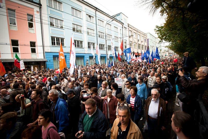 Recolhimento dos suportes da oposição para uma reunião do protesto imagens de stock royalty free