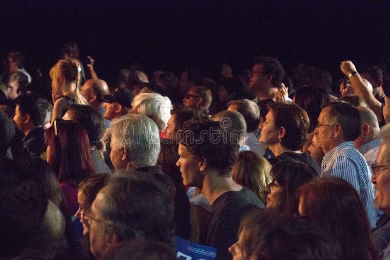 Recolhimentos da multidão para ver candidatos presidenciais imagens de stock royalty free