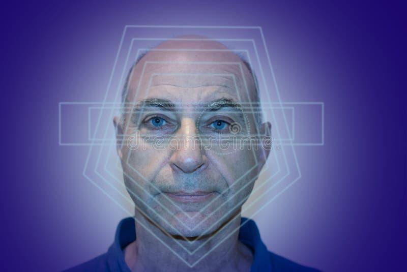 Reconocimiento de cara del hombre de Eldery, verificación biométrica