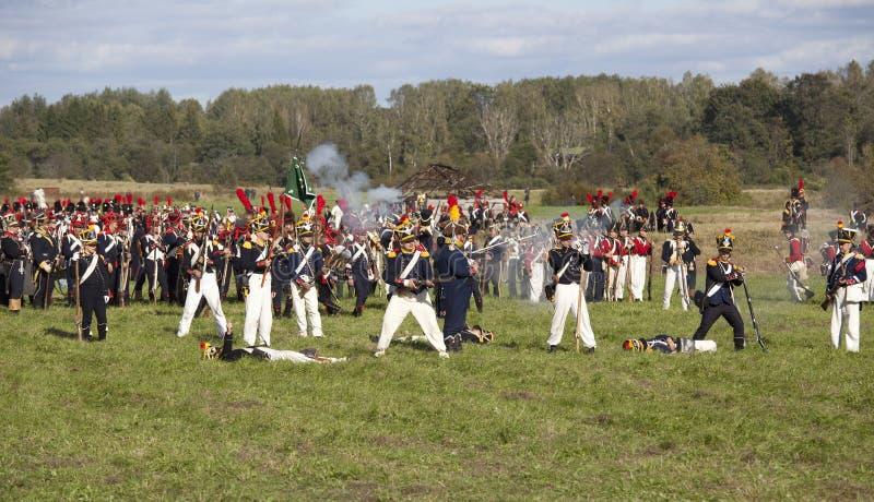 Reconstitution de la bataille de Borodino entre les armées russes et françaises en 1812 photos stock