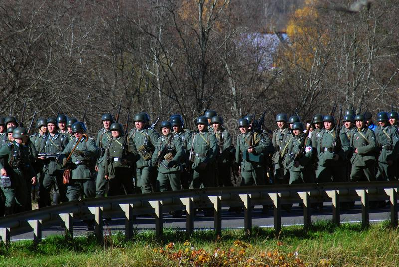 Reconstitution historique de bataille de Moscou Soldats-reenactors allemands photo libre de droits