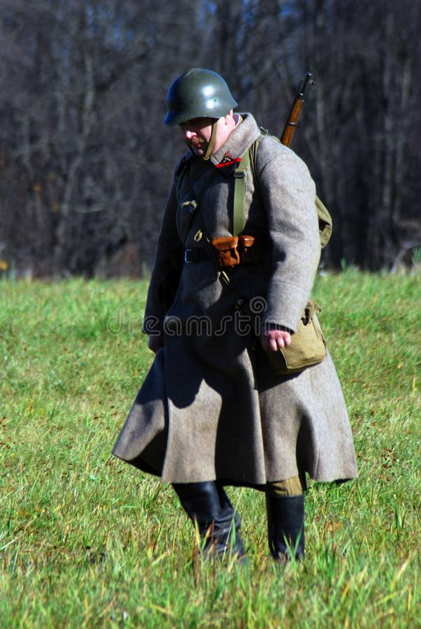 Reconstitution historique de bataille de Moscou Soldats-reenactors russes photo stock